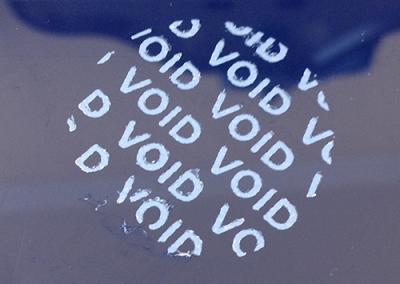 VOID biztonsági matrica leszedve
